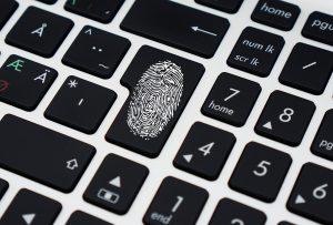 El robo de los secretos comerciales a Apple será castigado por el gobierno federal