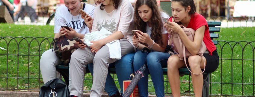 La nomofobia ataca sobre todo a los niños y adolescentes